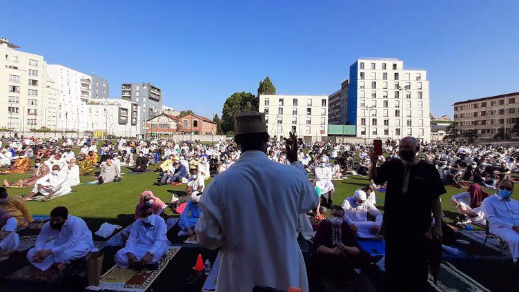 La prière de l'Aïd-el-Kebir à Ivry -sur-Seine (Val-de-Marne), le 31 juillet 2020. (VALENTIN DUNATE / RADIOFRANCE)