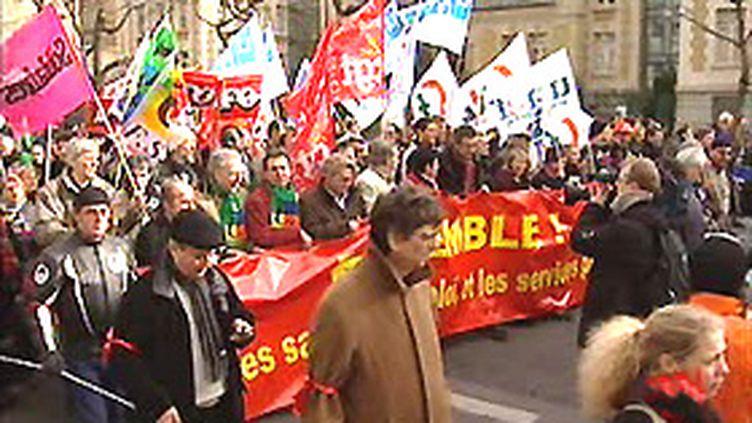 Les syndicats d'enseignants et les principales fédérations de parents d'élèves veulent rencontrer le ministre. (F3)