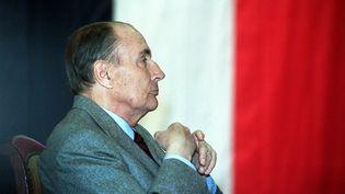 François Mitterrand, président de la République, le 13 mars 1990 à Cercy-la-Tour dans la Nièvre. (GERARD CERLES / AFP)