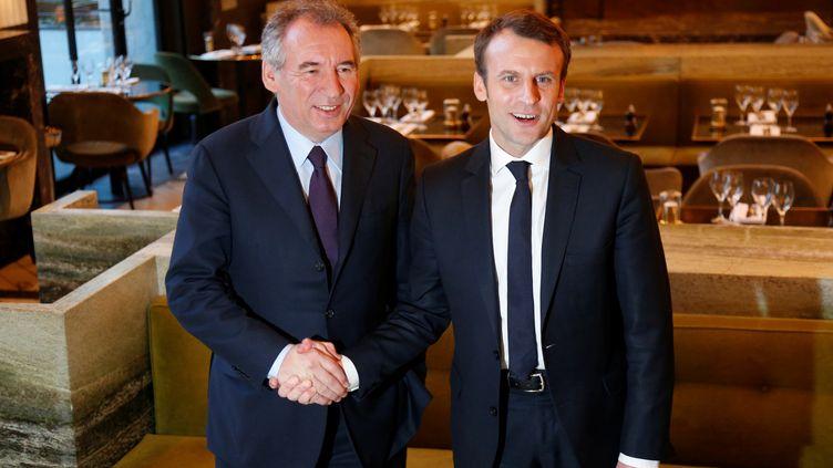 François Bayrou, accompagné d'Emmanuel Macron,au lendemain de la proposition d'alliance entre les deux, àParis, le 23 février 2017. (CHARLES PLATIAU / X00217)