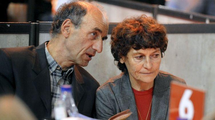 L'entraîneur Patrice Ciprelli et son épouse, la championne cyclisteJeannie Longo, le 27 octobre 2011, à Grenoble (Isère). (JEAN-PIERRE CLATOT / AFP)