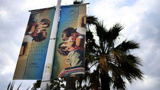 Photo de l'affiche officielle du 71e Festival de Cannes, prise le 6 mai 2018 sur la Croisette de Cannes (Alpes-Maritimes). (ANNE-CHRISTINE POUJOULAT / AFP)