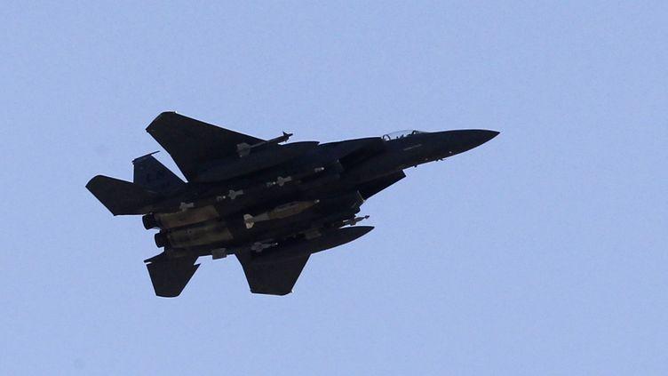 Un avion de l'US Air Force survole l'Afghanistan, le 26 septembre 2010. (JOEL SAGET / AFP)
