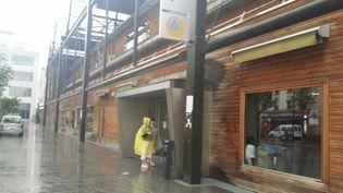 La facade en bois de la Halle Pajol, le 3 juin 2016. (MAXPPP)