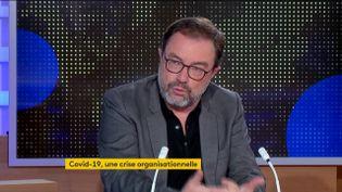 """Olivier Borraz, directeur de recherches au CNRS et auteur de """"Covid-19 : une crise organisationnelle"""", était l'invité du journal de 23 Heures de franceinfo, dimanche 25 octobre. (FRANCEINFO)"""