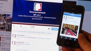 Le compte Twitter du gouvernement. (FRED DUFOUR / AFP)
