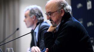 Le directeur général de Mediapro, Jaume Roures (à droite), et le directeur général de Mediapro France, Julien Bergeaud (à gauche) de France, le 12 décembre 2019 à Paris. (FRANCK FIFE / AFP)