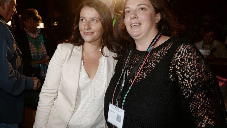 Cécile Duflot (à G.) et la secrétaire nationale d'Europe Ecologie-Les Verts (EELV), Emmanuelle Cosse, à Pessac (Gironde), le 21 août 2014. (JEAN PIERRE MULLER / AFP)