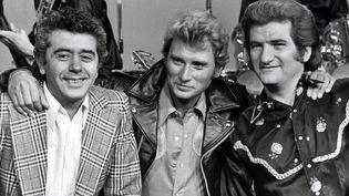 Henri Leproux, Johnny Hallyday etEddy Mitchell au Golf Drouot, à Paris, en 1975. (JEAN-LOUIS RANCUREL)