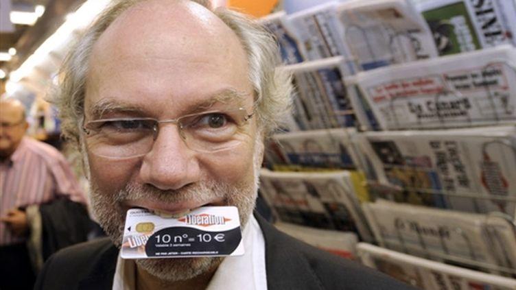 """Laurent Joffrin, directeur de """"Libération"""", participe au lancement de """"MaCartePresse"""" à Marseille (06/10/2009) (© AFP / Christine Poujoulat)"""