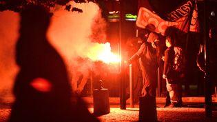 Manifestation après la mort de rémi Fraisse devant la préfecture de Loire-Atlantique à Nantes, lundi 27 octobre 2014. (FRANCK DUBRAY / MAXPPP)
