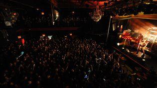 Une salle pleine, des fans debout, dans un concert pop... Le 12 août 2015 à New York, au Irving Plaza, le public était nombreuxpour applaudirTom Kaulitz, Bill Kaulitz, Gustav Schafeet Georg Listing de Tokio Hotel. (SIPANY  / SIPA USA / SIPA)