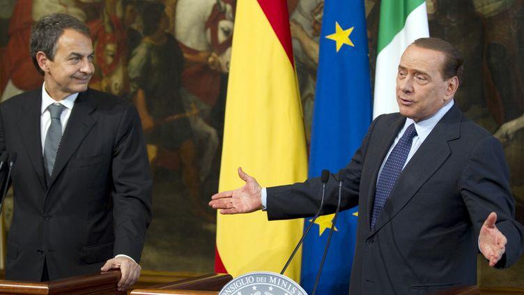 Le Premier ministre espagnol, José Luis Zapatero (à gauche), et son homologue italien, Silvio Berlusconi, lors d'une conférence de presse à Rome (Italie), le 10 juin 2010. (MAX ROSSI / REUTERS)