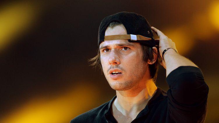 Orelsan, sur scène pendant un concert Urban Peace, le 28 septembre 2013, au Stade de France. (PIERRE ANDRIEU / AFP)