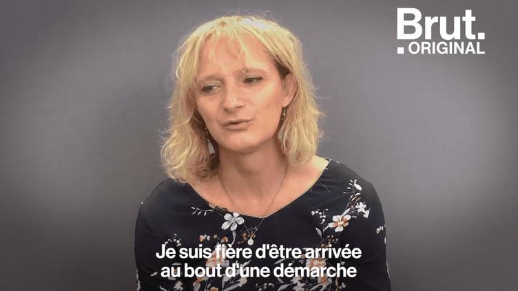 """VIDEO. """"Il fallait que la comédie cesse"""" : 46 ans dans la peau d'un homme, Sandra Forgues a décidé de devenir une femme (BRUT)"""