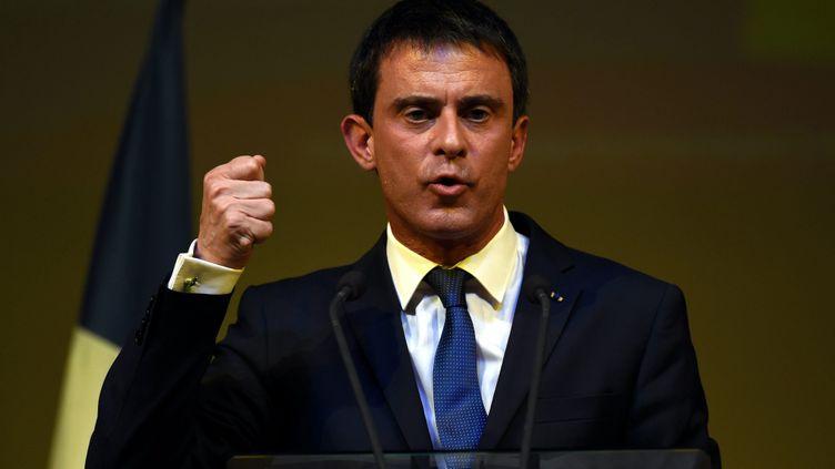 (Manuel Valls en meeting pour les élections départementales en mars 2015©maxPPP)