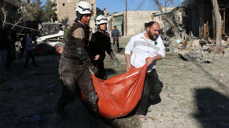 Les Casques blancs à Alep, en Syrie, le 19 novembre 2016. (AMEER ALHALBI / AFP)