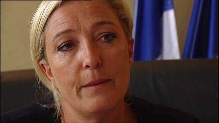 """Complément d'enquête. Le jour où Marine Le Pen a suque """"la politique n'apporte que le malheur"""" (FRANCE2 / FRANCETV INFO)"""