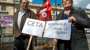 Rassemblement contre les traités de libre-échange, à Paris le 20 septembre 2017 (BRUNO LEVESQUE / MAXPPP)