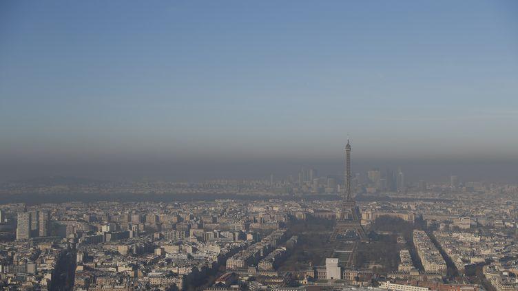 Photo de Paris depuis la Tour Montparnasse, le 5 décembre 2016. (THOMAS SAMSON / AFP)