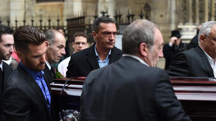 (Hubert Arthaud, au centre, aux obsèques de sa soeur, lundi dernier à Paris © MaxPPP)