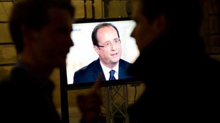 François Hollande lors du débat contre Nicolas Sarkozy (2 mai 2012) (BERTRAND LANGLOIS / AFP)
