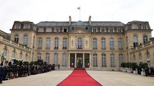 Le palais de l'Elysée, lors de la passation de pouvoirs entre François Hollande et Emmanuel Macron, le 14 mai 2017. (ERIC FEFERBERG / AFP)