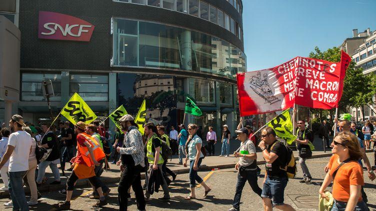 Une manifestation de cheminots contre la réforme de la SNCF à Paris, le 7 mai 2018. (DENIS PREZAT / CROWDSPARK / AFP)