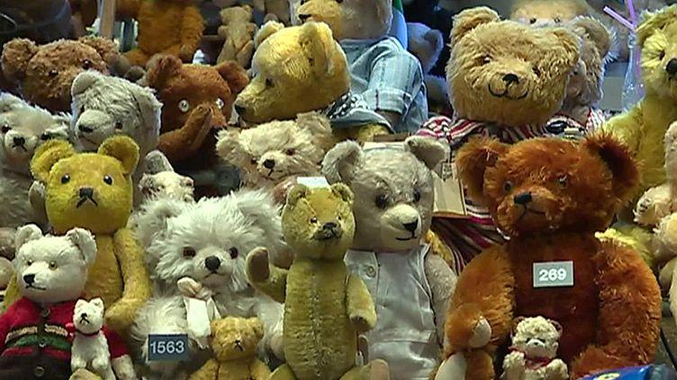 La collection d'ours en peluche du musée des mondes du jouet de Bâle (Suisse) (France 3 Alsace)