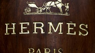 Logo Hermès sur une boutique à Paris. (JOEL SAGET / AFP)