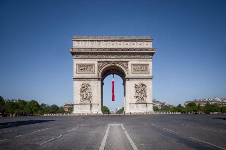 L'Arc de triomphe à Paris durant le confinement, le 26 avril 2020. (CARINE SCHMITT / HANS LUCAS / AFP)