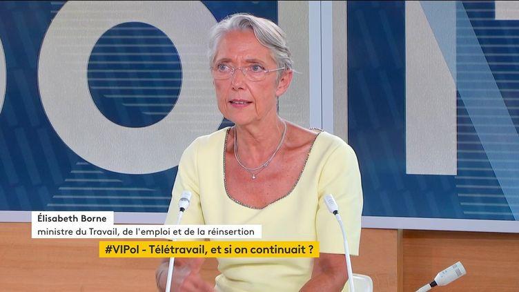 """La ministre du Travail, Elisabeth Borne, invitée de """"Votre instant politique"""" sur la chaîne franceinfo. (FRANCEINFO)"""
