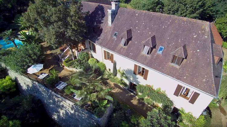 """La maison """"La Guérinière"""" dans le Périgord est à vendre via un jeu-concours, ont annoncé ses propriétaires à l'AFP, en avril 2019. (COM IMAGES / YOUTUBE)"""