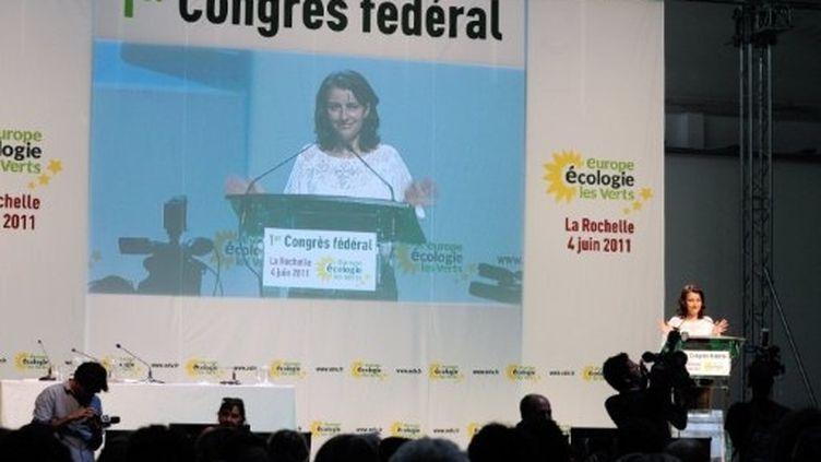 Cécile Duflot prononce un discours lors du 1er Congrès fédéral d'EELV, à La Rochelle, le 4 juin 2011. (AFP - Jean-Pierre Muller)