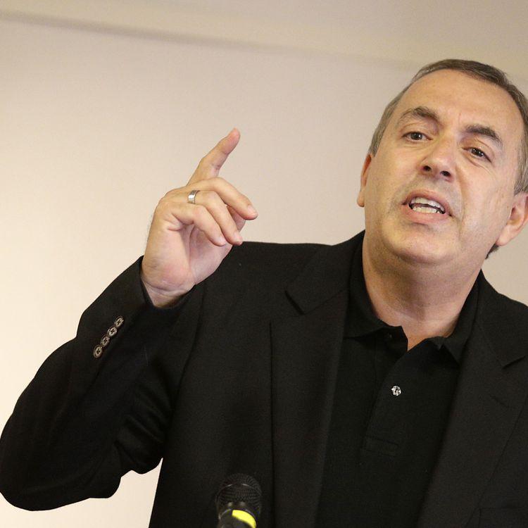 Accusé de corruption de mineur aggravée, l'animateur Jean-Marc Morandini sera finalement à l'antenne d'i-Télé, le 17 octobre à 18 heures. (GEOFFROY VAN DER HASSELT / AFP)