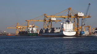 Vue du port de Dakar, capitale du Sénégal, sur lequel, 2700 tonnes de nitrate d'ammonium ont été entreposées. Photo, le 8 février 2013. (Nicolas Thibaut / Photononstop / Photononstop via AFP)