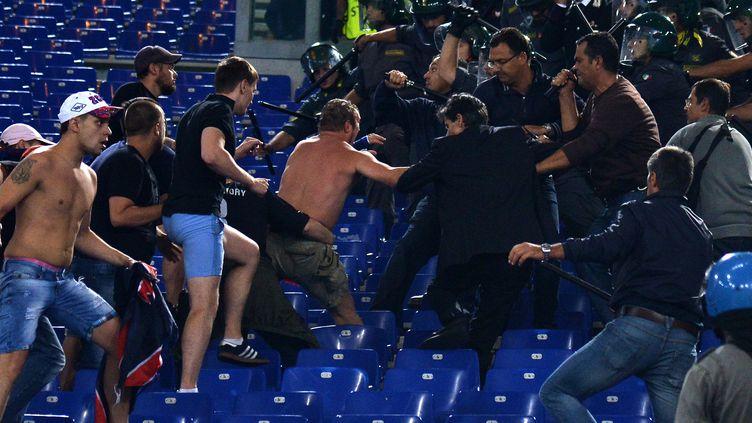 Les supporters du CSKA affrontent la police à Rome, le 17 septembre dernier (ALBERTO PIZZOLI / AFP)