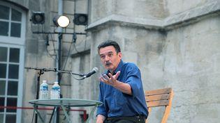 Le journaliste Edwy Plenel, fondateur de Mediapart, lors d'une conférence au festival Les Suds à Arles (Bouches-du-Rhône), le 8 juillet 2019. (SANDRA FASTRE / HANS LUCAS / AFP)