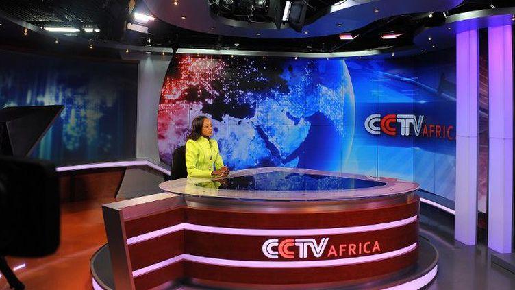Le plateau du journal de CCTV Afrique au siège du bureau régional de Naïrobi au Kenya (Photo AFP/Simon Maina)