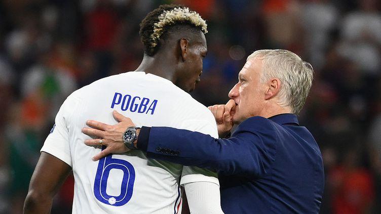 Paul Pogba et Didier Deschamps après le match contre le Portugal, le 23 juin 2021. (FRANCK FIFE / POOL / AFP)