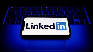 Le réseau social Linkedin vaoffrir à ses employés une semainede vacances. (JAKUB PORZYCKI / NURPHOTO / AFP)