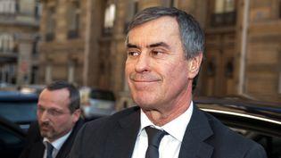 Jérôme Cahuzac à la porte des juges du pôle financier, à Paris, le 2 avril 2013. (MARTIN BUREAU / AFP)