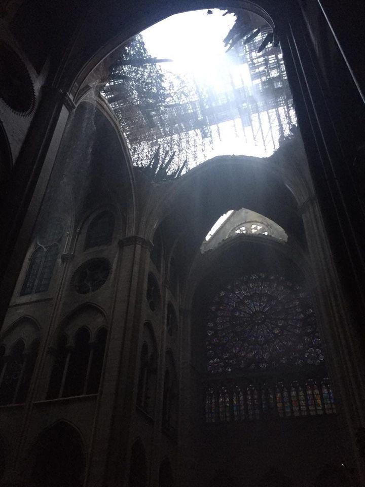 La voûte effondrée de la cathédrale Notre-Dame de Paris, le 16 avril 2019. (SOPHIE NEUMAYER / FRANCE 3)