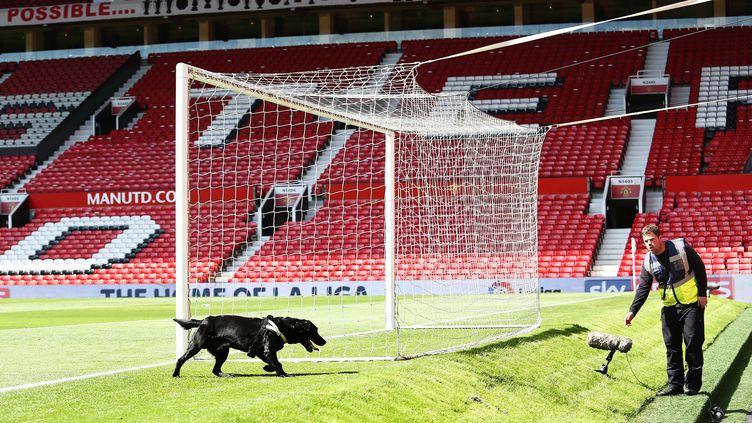"""Old Trafford, évacué à cause d'un """"colis suspect"""". (MATT WEST / BACKPAGE IMAGES LTD)"""