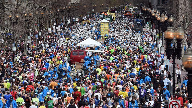 La foule s'empare des rues de Boston (Massachusetts) pour le 118e marathon de la ville, le 21 avril 2014. (TIMOTHY A. CLARY / AFP)