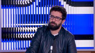 """L'écrivain et scénariste, Sabri Louatah, auteur du livre """"404"""". (FRANCEINFO)"""