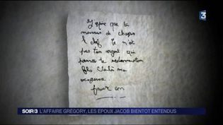 Les enquêteurs cherchent à savoir qui a écrit les lettres anonymes. (FRANCE 3)