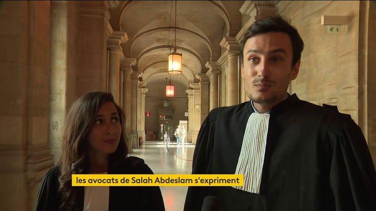 Les avocats de Salah Abdeslam prennent la parole devant les caméras de France Télévisions, le 10 septembre 2021. (FRANCEINFO)