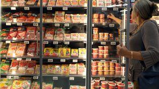 Dans un supermarché, à Coutances (Manche), le 18 août 2015. (CHARLY TRIBALLEAU / AFP)