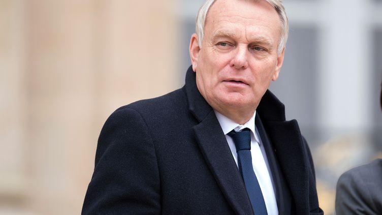 Le Premier ministre Jean-Marc Ayrault, le 27 novembre 2013, dans la cour de l'Elysée (Paris). ( SIPA)